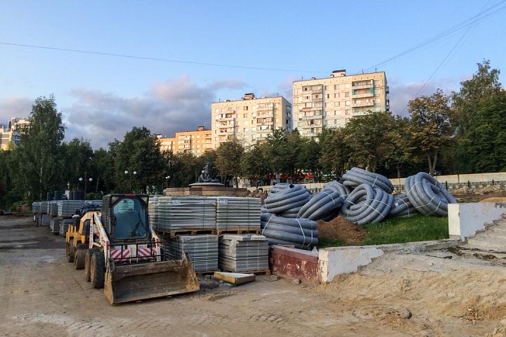Продолжается реконструкция территории у к/т «Искра», начинается реконструкция фасадов 20-ти ближайших домов. Фоторепортаж фото 42