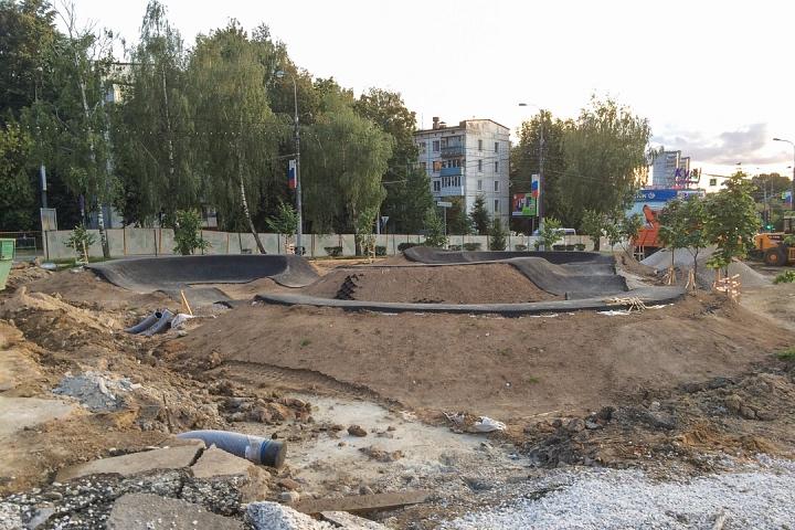 Продолжается реконструкция территории у к/т «Искра», начинается реконструкция фасадов 20-ти ближайших домов. Фоторепортаж фото 5