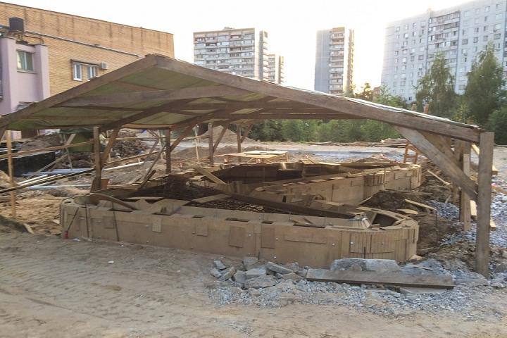 Продолжается реконструкция территории у к/т «Искра», начинается реконструкция фасадов 20-ти ближайших домов. Фоторепортаж фото 32