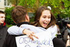 13 мая в Видном у кинотеатра «Искра» состоялся флешмоб «Free Hugs». Фото- и видеорепортаж