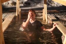 В районе прошли массовые крещенские купания. Фоторепортаж из Апаринок и Калиновки