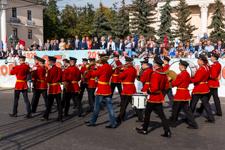 В День 85-летия Ленинского района состоялось праздничное шествие. Фото- и видеорепортаж