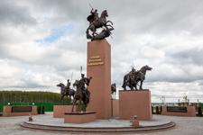В национальном конном парке «Русь» в деревне Орлово открыт памятник русской кавалерии. Фоторепортаж