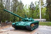 В Расторгуево у памятника воинам Великой Отечественной войны установили танк Т-80, прошедший войну в Чечне